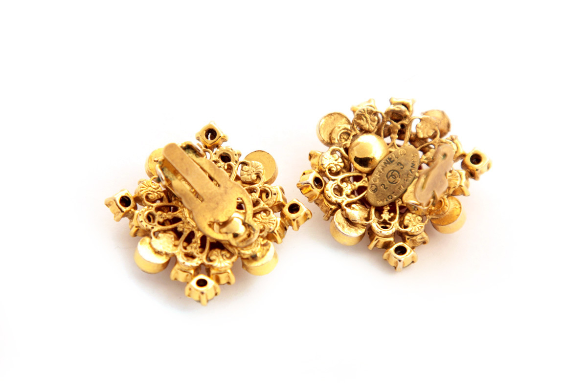 VINTAGE 1984 Red & Gold Tone Gripoix & Crystal Round Clip On Earrings
