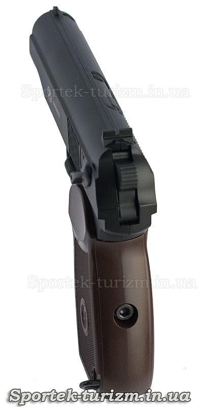 Вид з рукоятки пневматичного пістолета Макарова калібру 4,5 мм