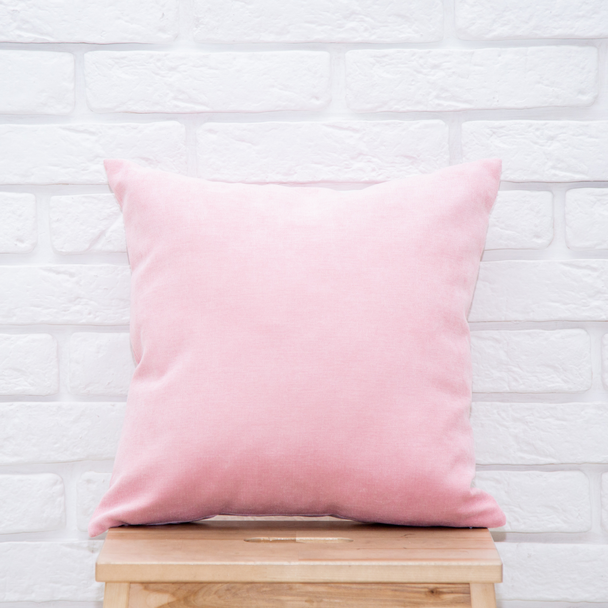Подушка 40*40 микровельвет (светло-розовая)