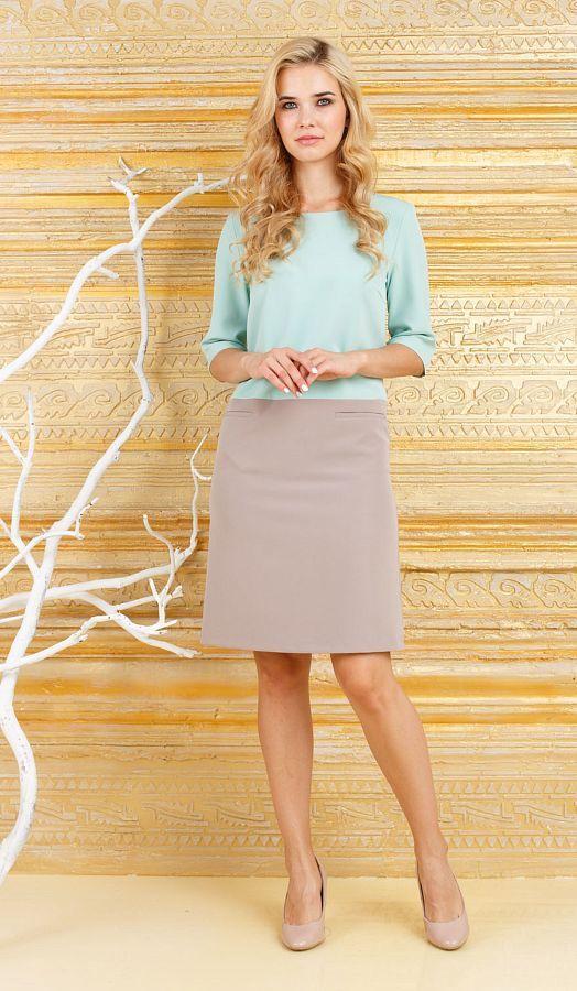 Платье З254а-150 - Нежный, утонченный образ создается при помощи стильного двухцветного платья с с бледно-голубым верхом и светло-кофейным низом. Платье свободно облегает и хорошо садится на любую фигуру, на юбке имеется два прорезных кармана чуть ниже линии талии. Круглая горловина с вырезом-лодочка придает хрупкость, а голубой оттенок подчеркивает цвет лица, делая его более свежим и здоровым. Платье подходит для повседневного ношения и для торжественных мероприятий.