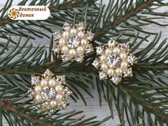 Снежинка стразовая с жемчужным кругом на золоте №5