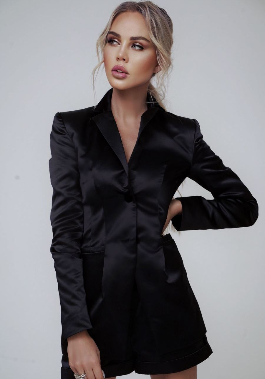Жакет из атласа черного цвета
