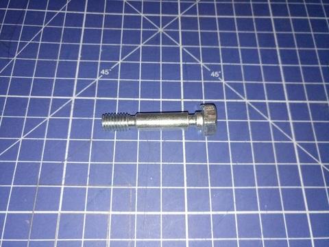 Болт срезной снегоотбрасывателя DDE ST1176LE / ST1387LET / ST9071LE 8*42 мм под гайку М8
