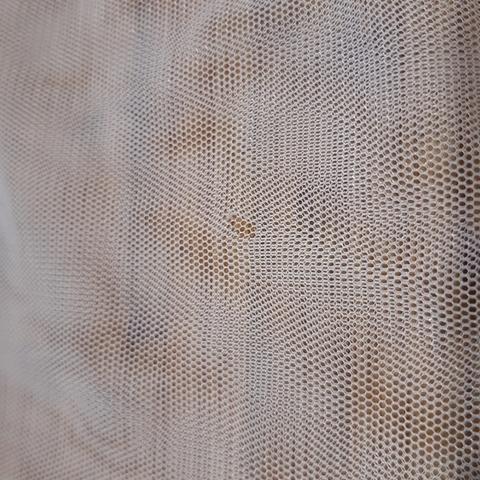 Причина уценки: небольшие дырочки, брак ткани