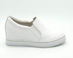 Белые кожаные сникерсы