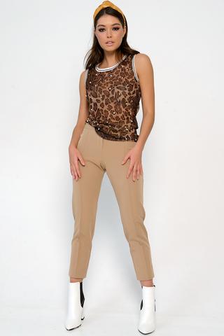 <p>Классические зауженные брюки,. Застежка на пуговице и молнии. Обращаем Ваше внимание, в данной расцветке брюки укороченные. (Длина 90 см во всех размерах) .&nbsp;</p>