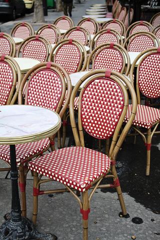 стулья для уличных кафе