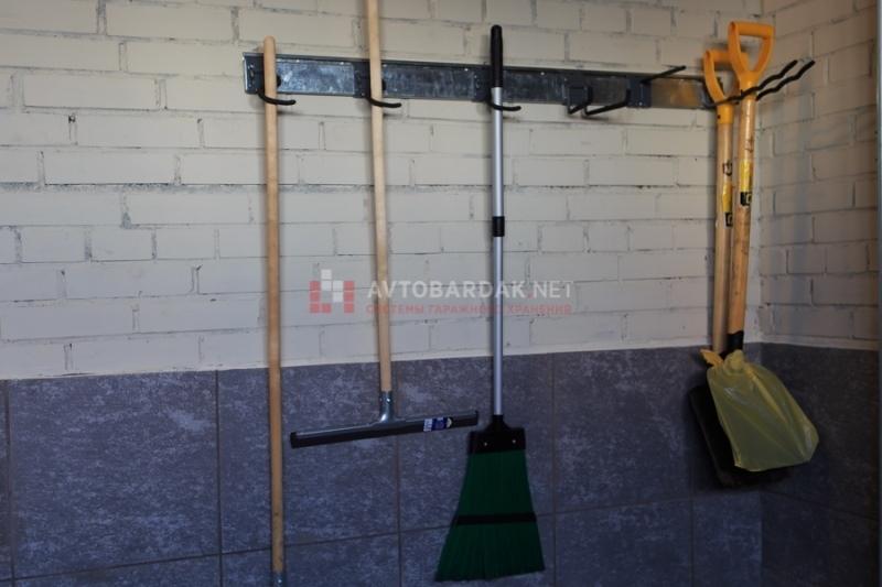 2—й длинный крюк — крепление для лопат и грабель GH09