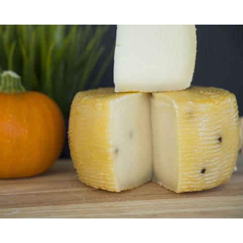 Фотография Козий сыр твердый «Канестрато» / 200 гр купить в магазине Афлора
