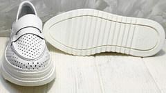 Кожаные белые кроссовки лоферы женские на толстой подошве Derem 372-17 All White.