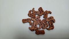 Пуговицы деревянные фигурные, цветные, 4-5 шт.