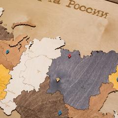 Карта России из дерева в прямоугольной рамке фото 5