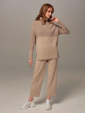 Женский свитер бежевого цвета с высоким горлом из шерсти и кашемира - фото 4