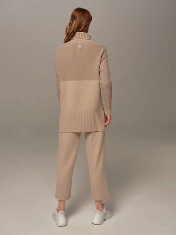 Женский свитер бежевого цвета с высоким горлом из шерсти и кашемира - фото 3
