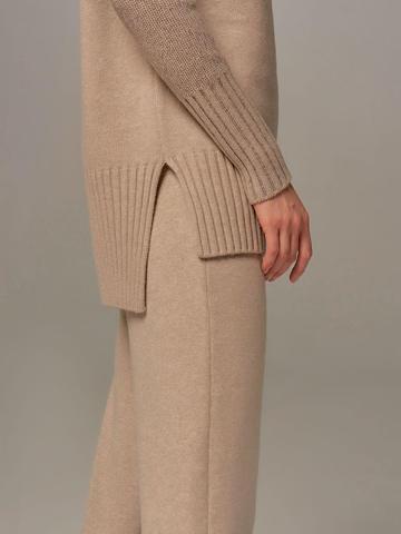 Женский свитер бежевого цвета с высоким горлом из шерсти и кашемира - фото 7