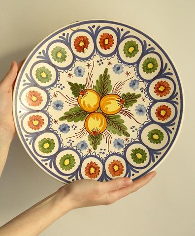 Большая тарелка с лимонами