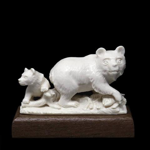 Статуэтка «Медведица и медвежонок»