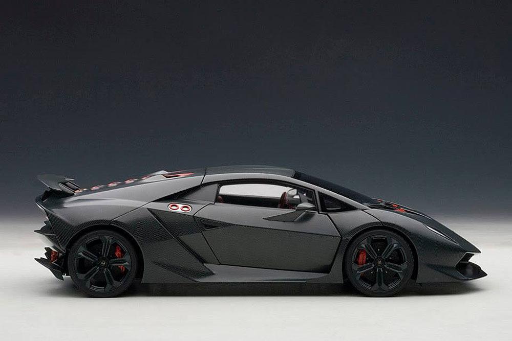 Коллекционная модель Lamborghini Sesto Elemento 2010 Carbon Grey/Red