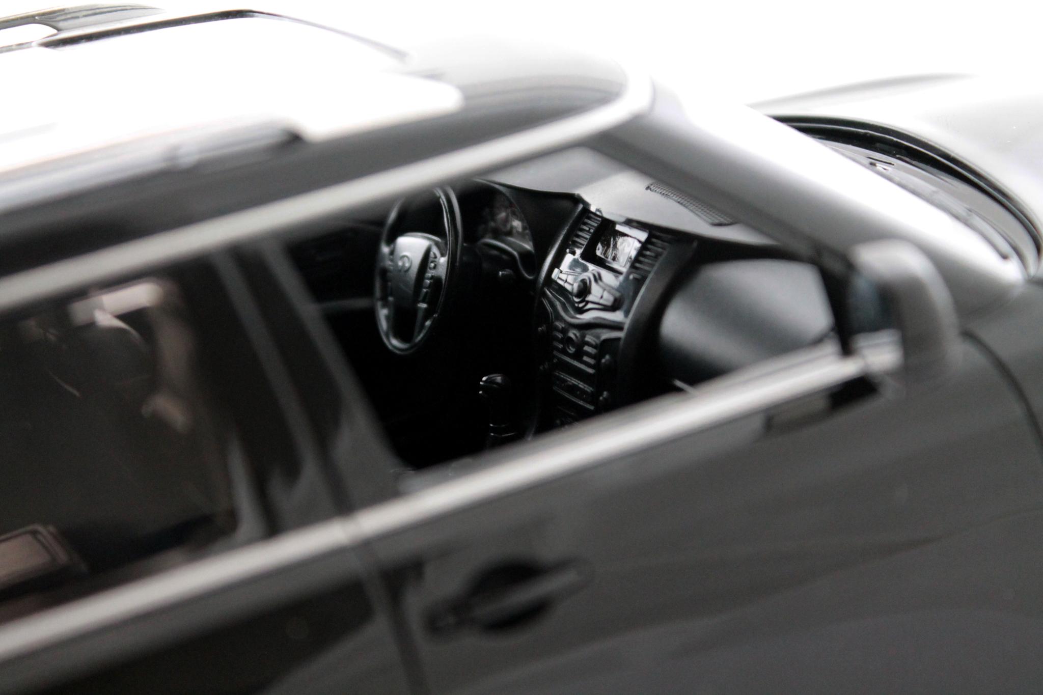 Машинка Infiniti QX 56 на радиоуправлении