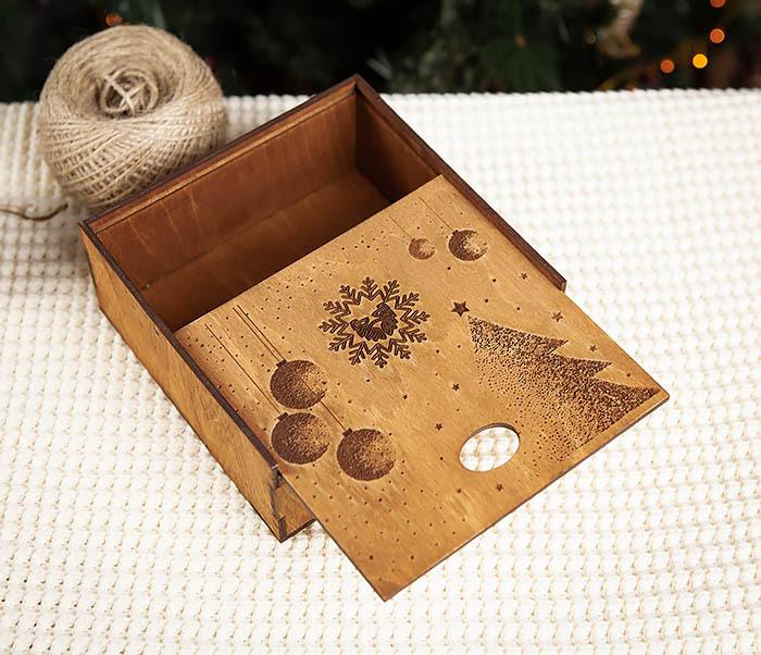 BOX203-2 Фирменная новогодняя коробка из дерева (17*17*7 см) фото 04