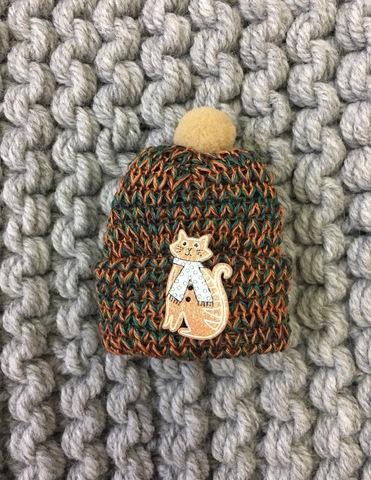 Мини- брошка в виде шапочки с кошечкой