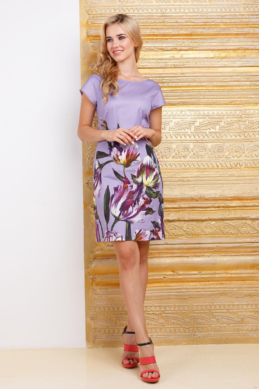 Платье З284-398 - Платье-футляр не зря считается универсальной моделью для разных типов фигуры - оно одинаково хорошо сидит как на стройных дамах, так и на особах с более пышными формами. Приталенный силуэт создается за счет вытачек в области талии, позволяя наряду свободно облегать фигуру и подчеркивать ее достоинства. Оригинальный крупный цветочный принт сразу привлекает к себе внимание, позволяя окружающим насладиться красивыми линиями.