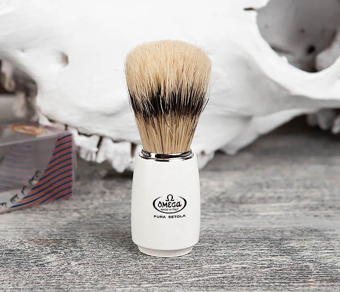 RAZ11711 Помазок Omega с деревянной рукояткой белого цвета фото 02