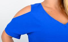 Ніла. Довга сукня з вирізами на плечах. Електрик.