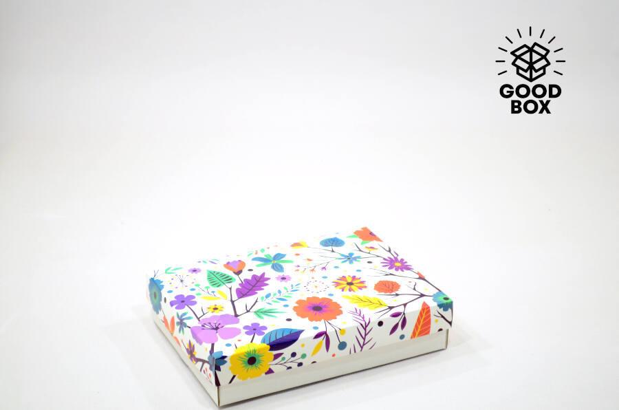 Картонная подарочная коробка с цветами