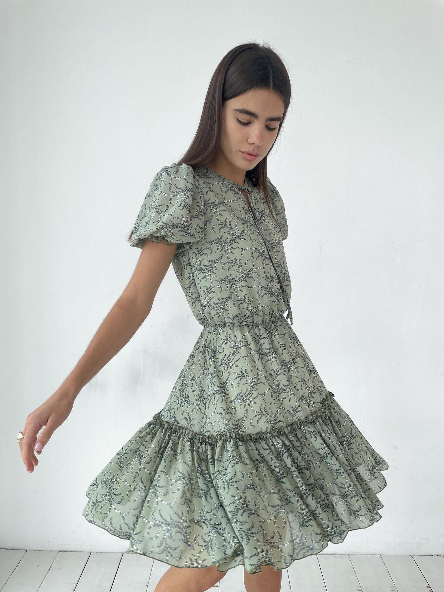 Платье-мини из шифона (веточки на оливковом)