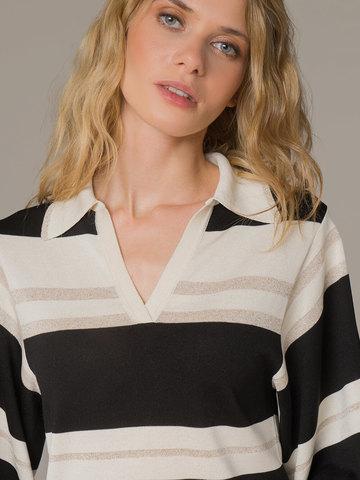 Женский джемпер в сочетании белого и черного цветов из шелка - фото 4