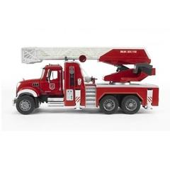 Bruder Пожарная машина MACK с выдвижной лестницей и помпой (с модулем со световыми и звуковыми эффектами) (02-821)