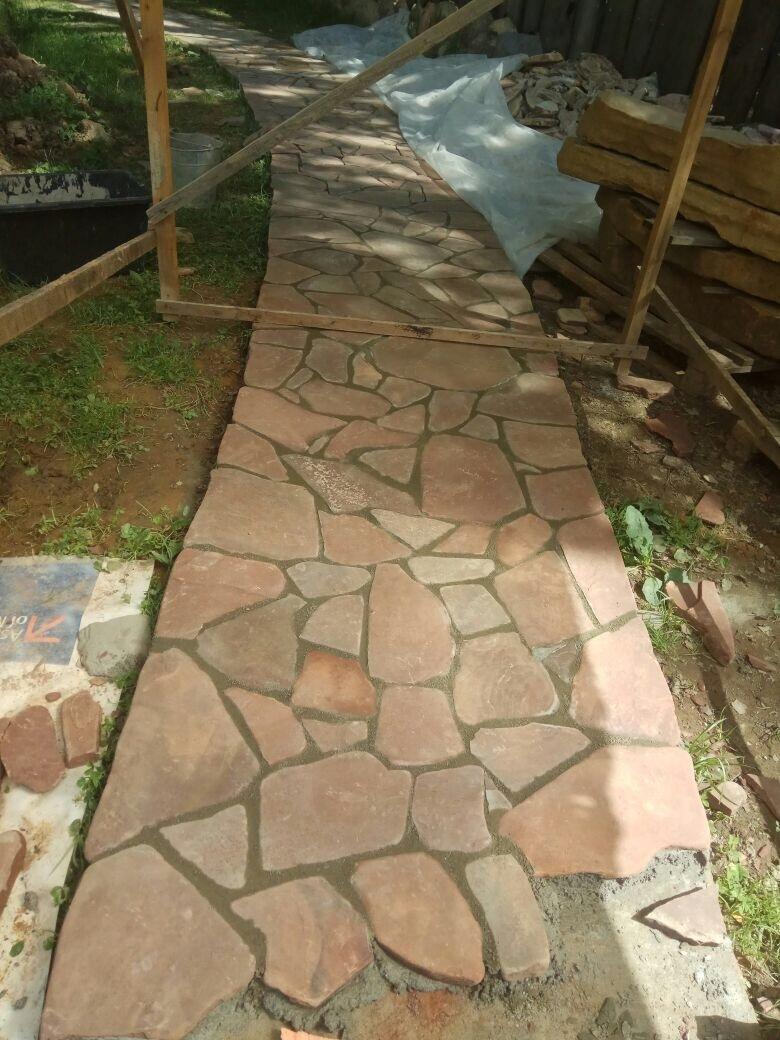 Дорожка из камня Песчаник галтованный Ручейник РЫЖИК коричневый
