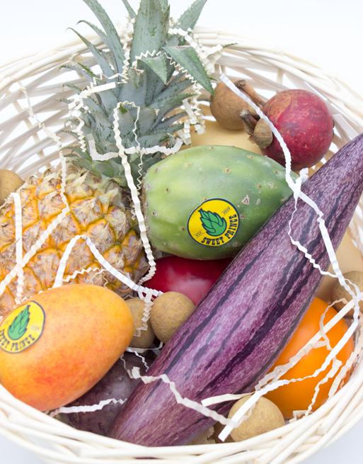 Подарочная Корзина М с фруктами. Лавка экзотических фруктов Sweet Prince
