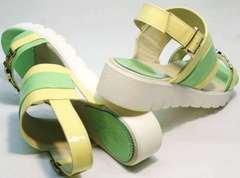 Яркие сандалии лаковые босоножки на танкетке Crisma 784 Yellow Green.