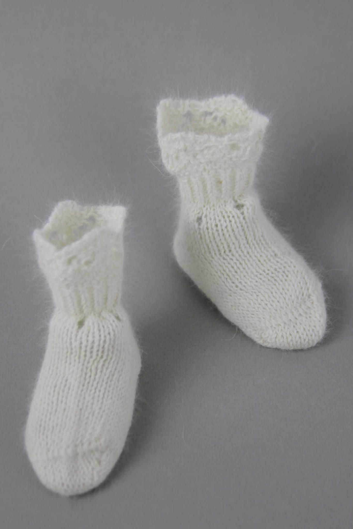 Angora_newborn_lace_socks_white