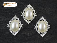 Камни овалы в ромбовой оправе светлое серебро жемчужные молочные