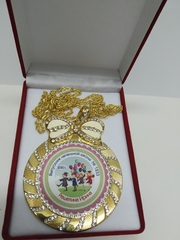 Медаль со стразами
