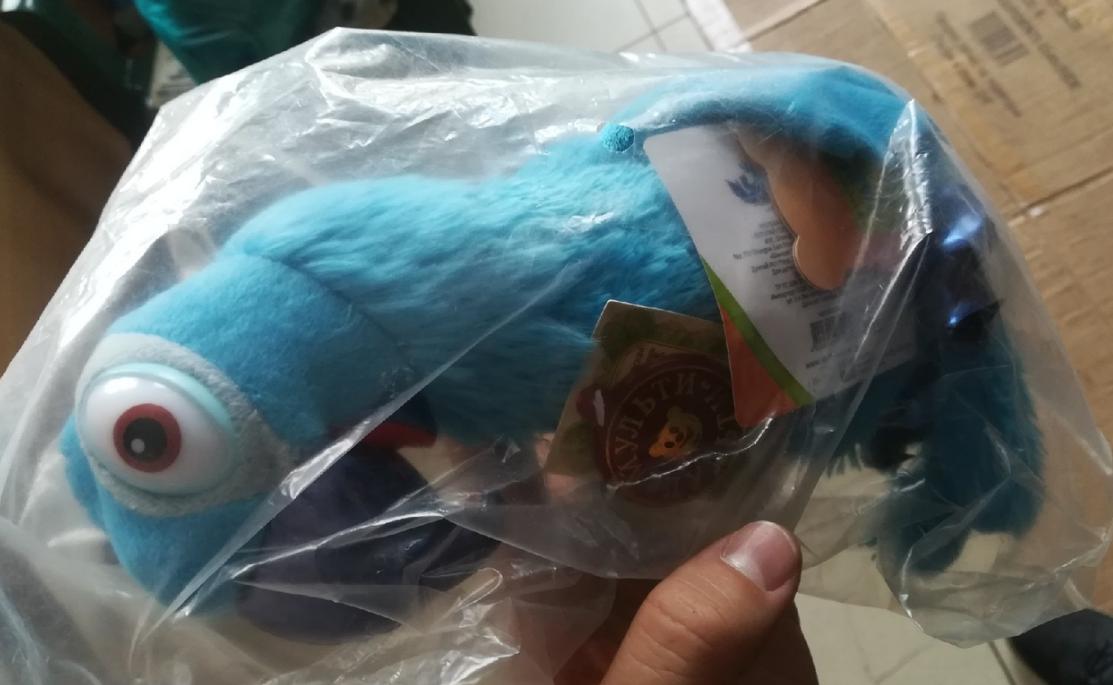 Синий попугай из мультфильма