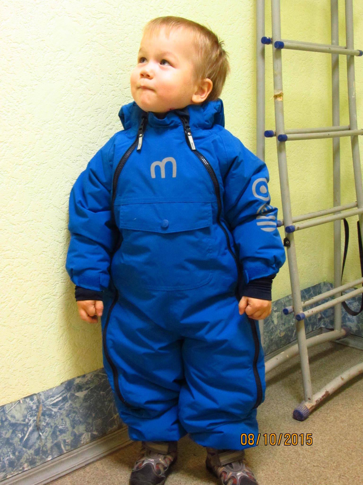 Рост ребенка примерно 92-94 см. Размер 98+6