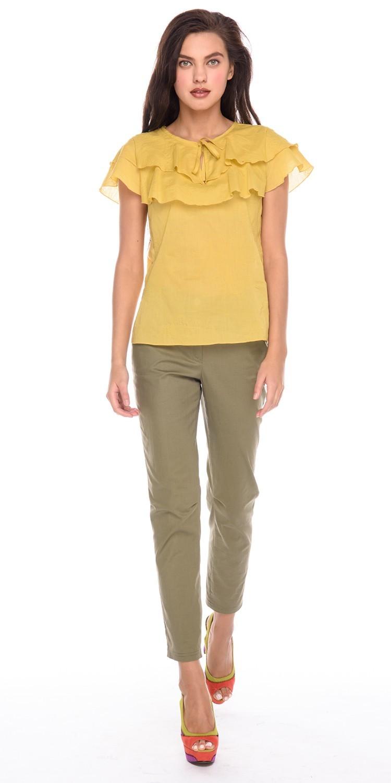 Блуза Г588а-768 - Романтичная блузка из легкой хлопковой ткани. Модель прямого силуэта с двойными рукавами-крылышками и двумя воланами. Эта блузка подчеркнет изящество женской фигуры, создавая хрупкий и нежный образ.