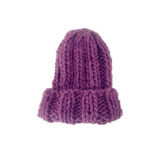 Шапка с отворотом крупной вязки фиолетовая