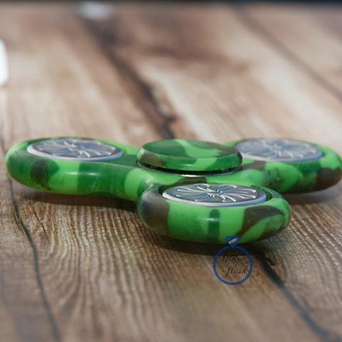 Спиннер классический из пластика с литыми утяжелителями зеленого цвета 17004P_green
