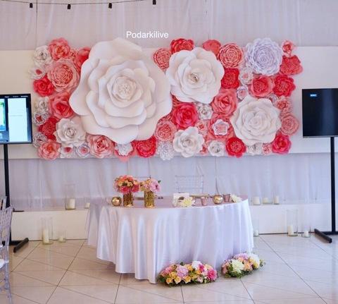 Стена из цветов из бумаги (бумажный декор)