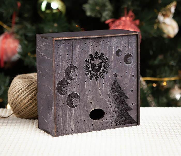 BOX203-1 Подарочная новогодняя коробка из дерева с ручками (17*17*7 см)