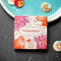 Шоколад Nilambari на кэробе с клубникой и бананом, 65 г