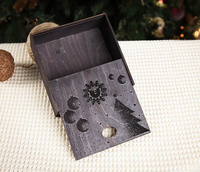 BOX203-1 Подарочная новогодняя коробка из дерева с ручками (17*17*7 см) фото 02
