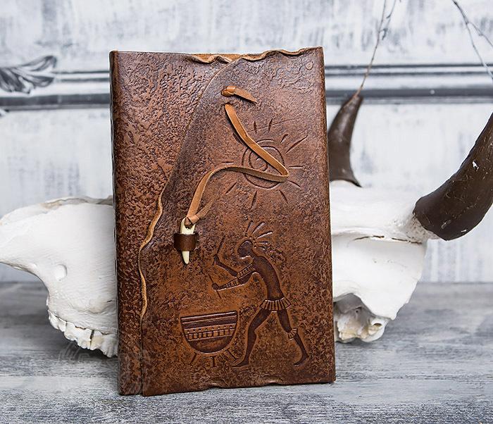 BY01-06-05 Прикольный кожаный блокнот «Держи Ритм» с застежкой - клыком (А5)