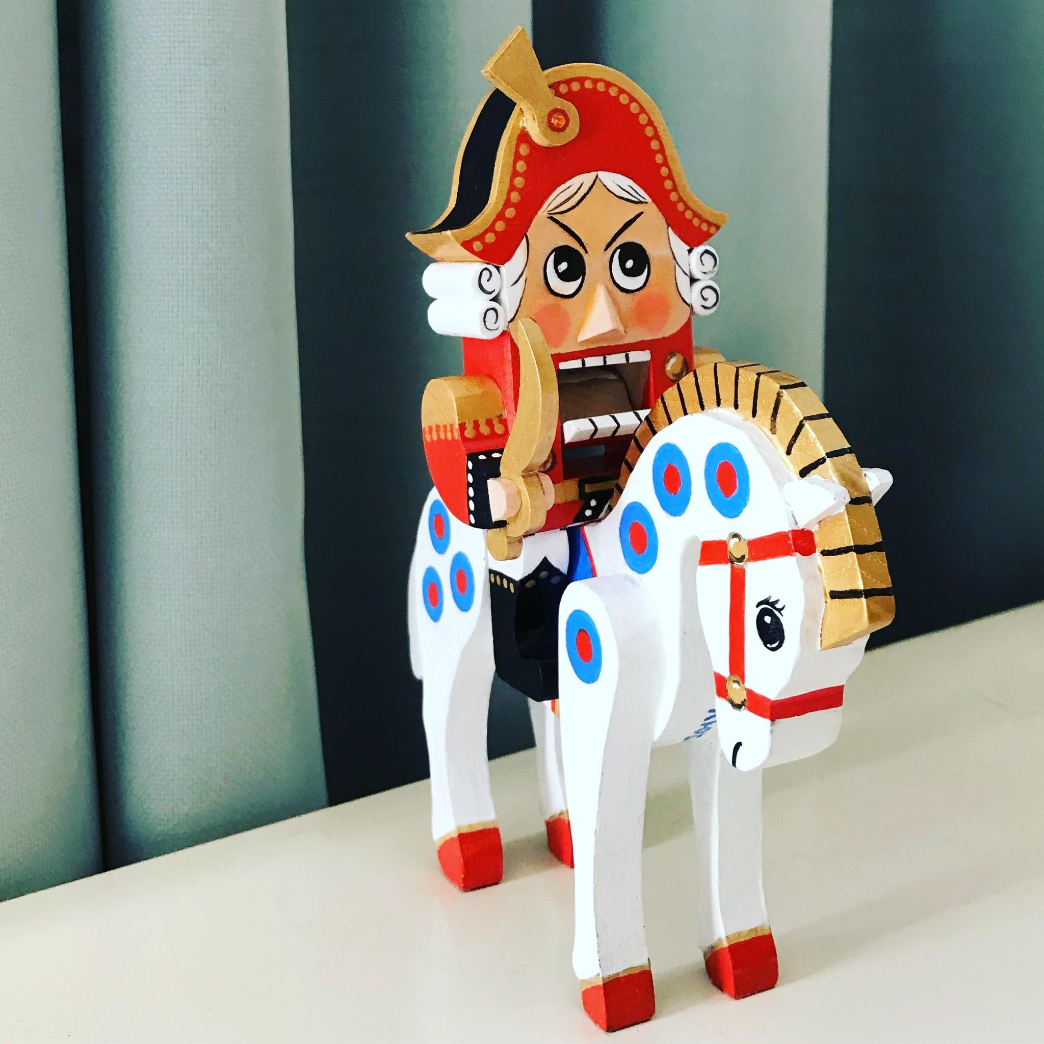 Настоящий щелкунчик на лошади из советского мультфильма «В атаке»