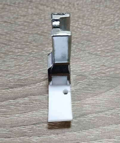 Лапка тефлоновая для молнии Т36 левая (10мм) | Soliy.com.ua